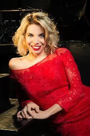 """Sarah Biacchi: """"Il talento non ha età, non ha famiglia, non ha casta"""". Intervista all'attrice, soprano e regista."""