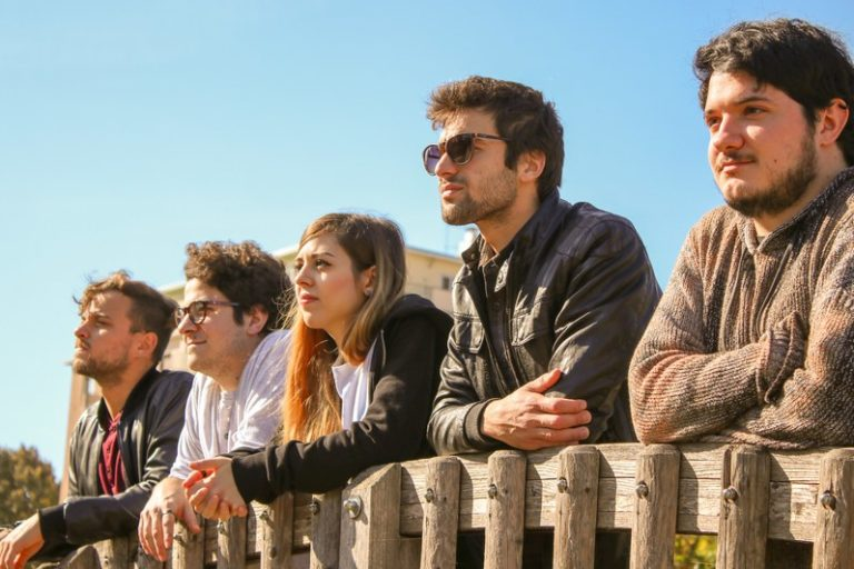 """Away From Here: il loro debutto con """"People Always Leave"""""""