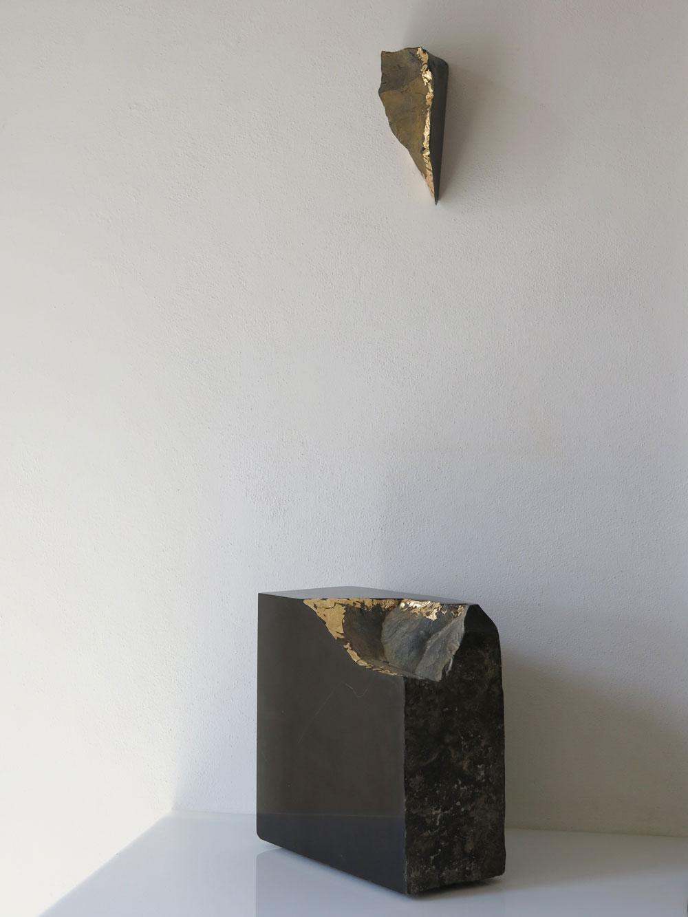 NOCUBE con frammento (Maternità) – VII, marmo nero Belgio e foglia oro, 2016 – ArteA Gallery – Milano