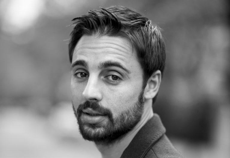 """L'attore GIANCLAUDIO CARETTA è il protagonista maschile della commedia """"L'UOMO PERFETTO"""", in scena, fino al 26 gennaio, al Teatro dè Servi di Roma"""