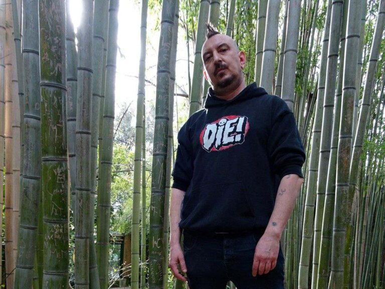 """""""Novecento"""", il ritorno di Chef Ragoo tra le rime del rap e l'approccio del punk"""