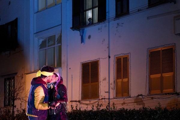 La Città Ideale riparte con Romeo e Giulietta negli Ater: un amore popolare. Uno Shakespeare pop da guardare affacciati alle finestre