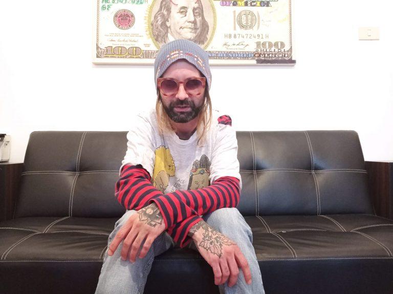 """Intervista al cantautore Willy Wonka Was Weird, in occasione dell'uscita del nuovo singolo """"Cala la nebbia a Sedriano"""""""